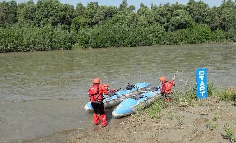 sprut 4 - «Новоселиця-Спрут» – громадська організація з Буковини, яка виросла із волонтерства та гуртка з водного туризму