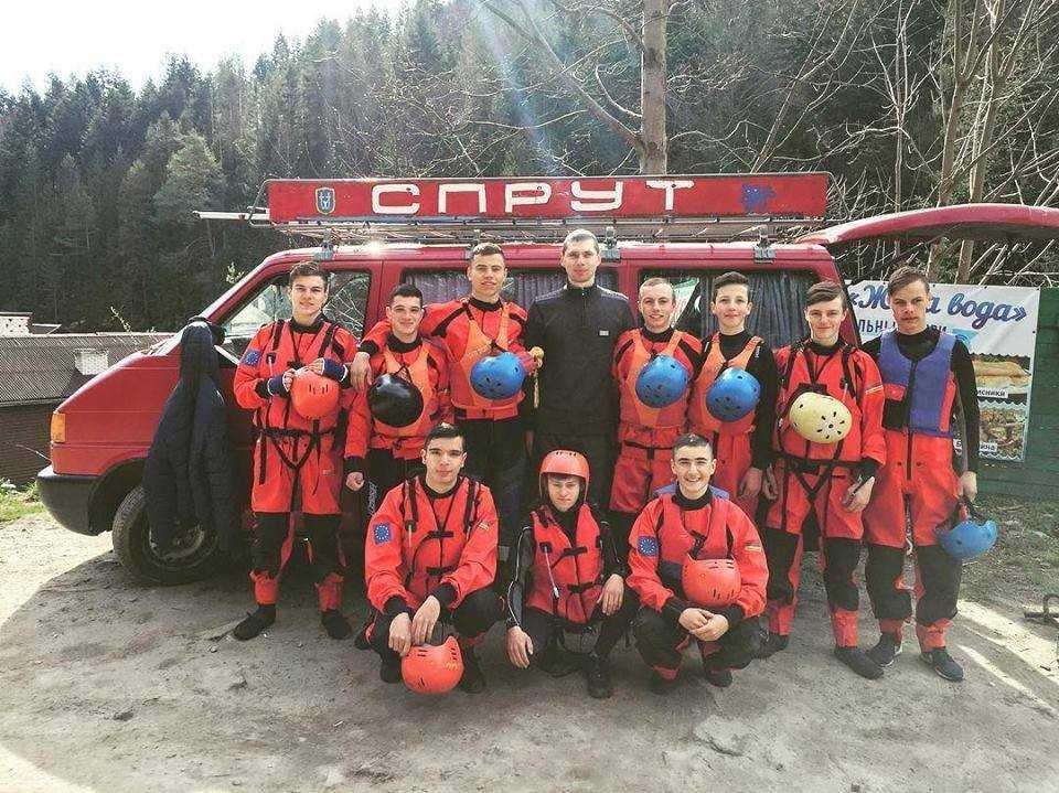 sprut - «Новоселиця-Спрут» – громадська організація з Буковини, яка виросла із волонтерства та гуртка з водного туризму