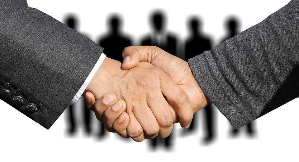 shaking hands 3091908 960 720 - На Рівненщині зареєстровано 33 договори міжмуніципального співробітництва